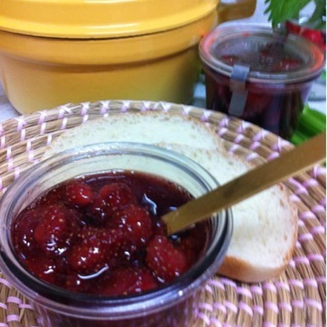 苺ジャムをストウブ鍋で