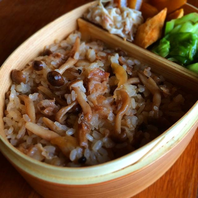レンジで「豚肉としめじの混ぜご飯」