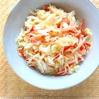 簡単、節約、使い切り〜の作り置きおかず!キャベツとカニかまのシンプルサラダ。
