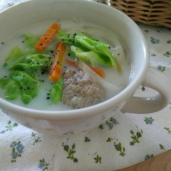春キャベツで作る巻かないロールキャベツ風スープ