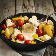 野菜とカマンベールのチーズグリルとトマトカップミートソース