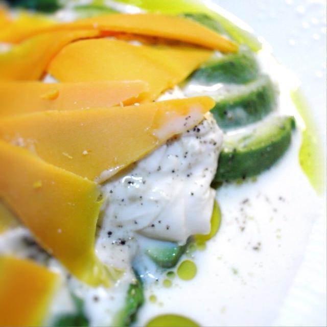湯葉豆腐とアボカド、ミモレットの冷たい前菜