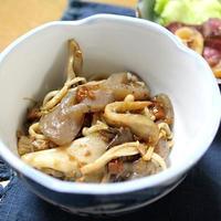きのことこんにゃくの肉味噌炒めとチンゲン菜とベーコンのオイスター炒めでうちごはん(レシピ付)