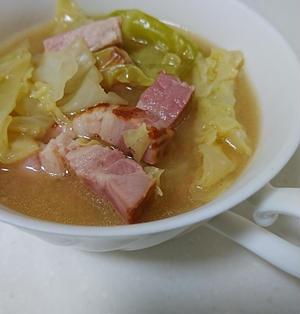 ベーコンとキャベツの味噌バタスープ