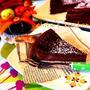 バレてるーー‼︎( ̄◇ ̄;) と 焼くまで5分‼︎ミキサーで簡単♪とろける濃厚チョコケーキ♡