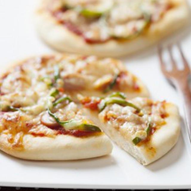 手作りクリスピーピザ ソーセージ&チーズ&トマトソース