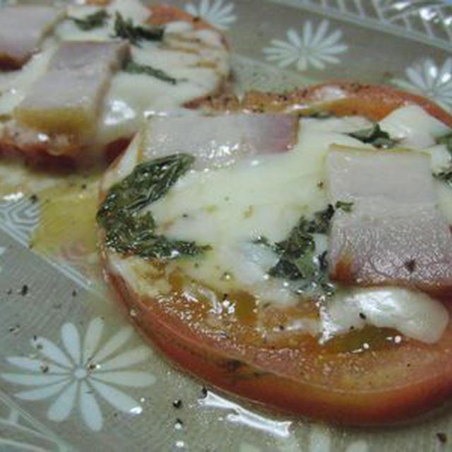 レンジで1分半♪ トマトのベーコンチーズ