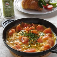 ストウブでトマトのスクランブルエッグ ~クロワッサンサンドのワンプレートとDoleスムージー♪
