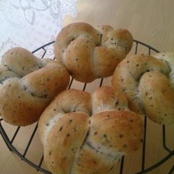 黒ごまお花編みパン♪から揚げサンド・シナモンバナナマシュマロサンド♪
