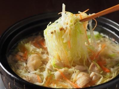 千切りキャベツと鶏皮の柚子こしょう鍋、千切りキャベツの豚しゃぶ鍋