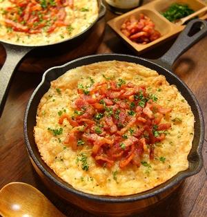 スキレットdeベーコンもカチーズもWカリカリ!!!家バル風おつまみ♪ホクホク☆スパイシーマッシュポテトのオーブン焼き -Recipe No.1535- 【Japanese】