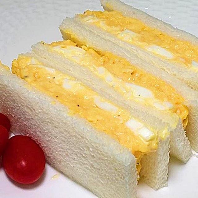 宝塚ルマン風のたまごサンドの作り方/ゆで卵とスクランブルエッグの合わせ技