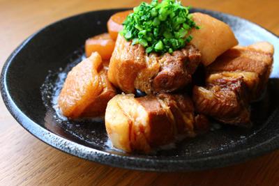 豚肉と大根の黒糖角煮