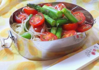 プチトマトとアスパラのサラダパスタ