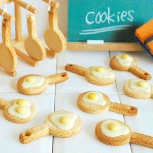 ■目玉焼きクッキー<br><br>キャラ弁で抜き型として使っていた牛乳パックを、クッキーの型として使...