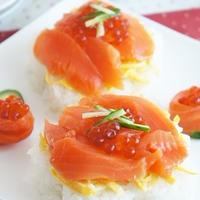 スモークサーモンのデコレーション寿司