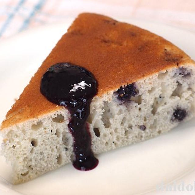 炊飯器で作るワイルドブルーベリーの厚焼きホットケーキ