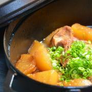 ストウブで「スペアリブと大根の煮物」とブリ照りの晩ごはん