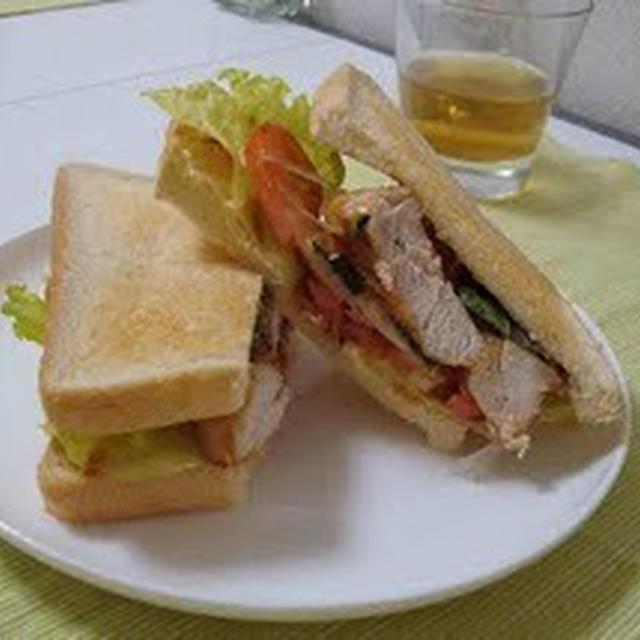 鶏胸肉とバジルのサンドイッチ(Sandwich with Chicken Breast and Basil)