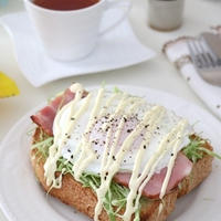 ベーコンエッグとキャベツのトースト…紅茶と一緒に^^