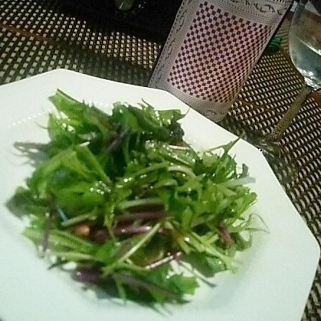 歓喜から恐怖へ、2色水菜の海洋深層水青のりドレッシングと土佐酒のマリアージュ