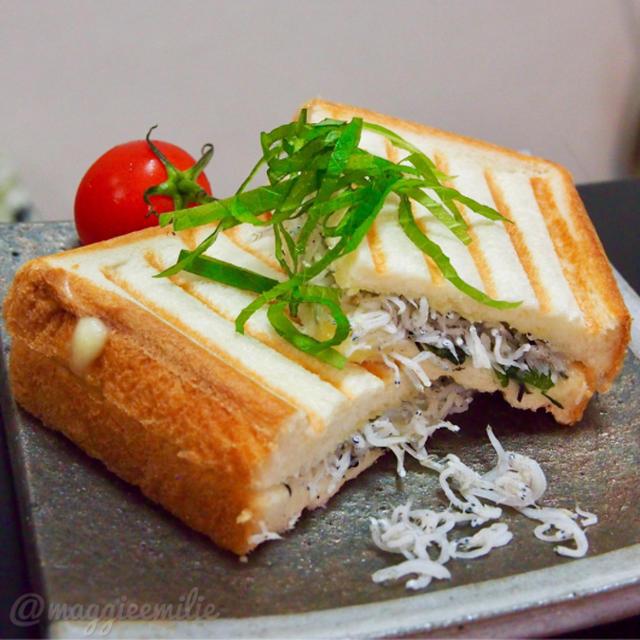 簡単朝ごはん!しらすと大葉チーズの和風パニーニ*和ニーニ*ホットサンド