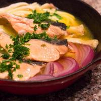 秋鮭のサフラン白ワイン煮