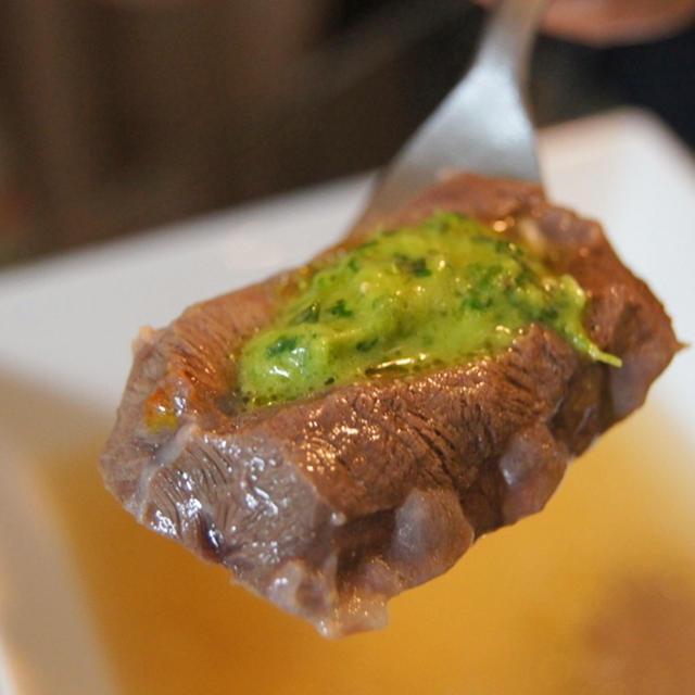 イタリアを感じる牛肉のボリート、サルサベルデ添え