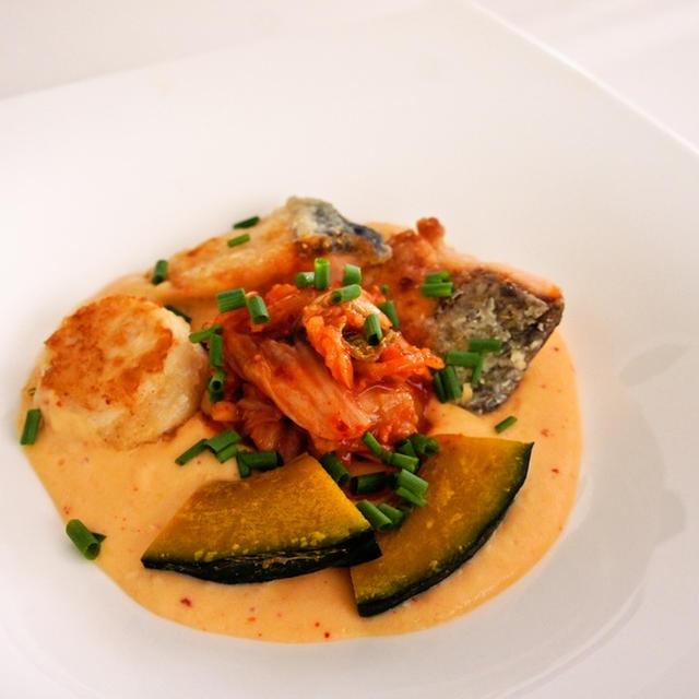 キムチのポタージュ~魚貝と野菜のソテー添え