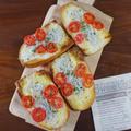とろける旨さがやみつき♪トマトとしらすのカリカリ!チーズバケットトースト by KOICHIさん