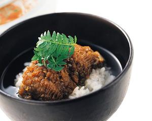 旬の鱧の旨みがじっくり味わえる「鱧茶漬け」です。じっくり煮詰められた脂ののった鱧に、山椒の香りと梅肉...