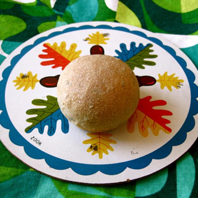 パネトーネマザー酵母で焼いたプチパン(ライ麦入り)。