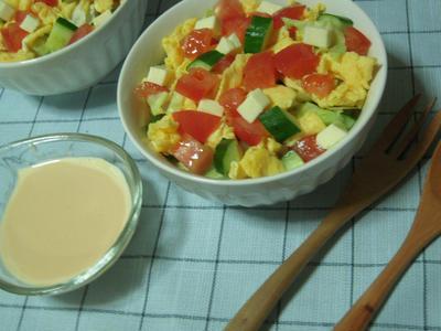 レタスとトマトのサラダ・オーロラソース