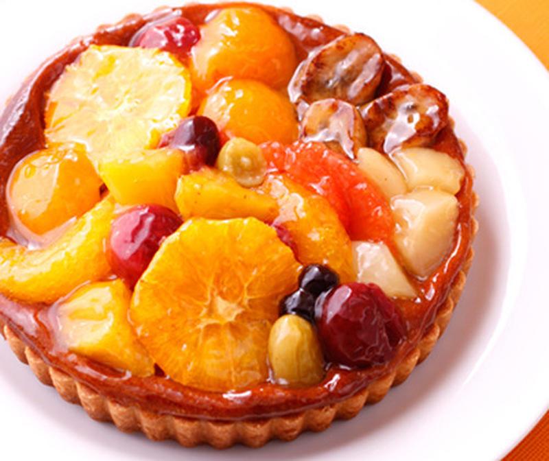 サックサクのタルトに、フレッシュなフルーツをふんだんに載せた一品。厚めのアーモンドクリームが、果汁た...