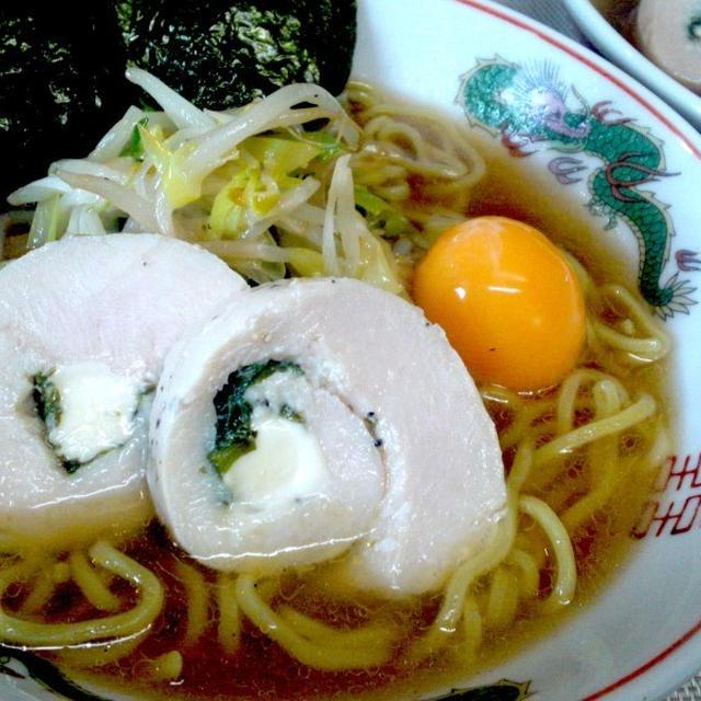 鶏ハムと冷凍卵の醤油ラーメン(^^♪