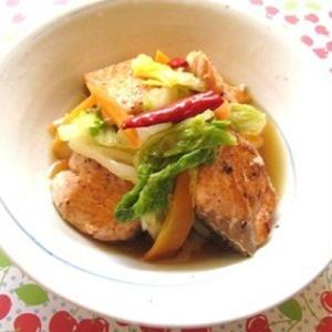 鮭で作ってもおいしい!作り置きにもオススメ「南蛮漬け」レシピ