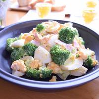 ブロッコリーと卵のディップサラダ