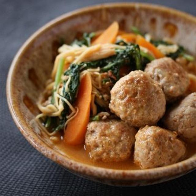 肉団子と春菊、えのきのピリ辛味噌煮