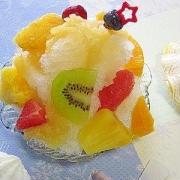 カラフルにフルーツたっぷり!爽やかシークヮーサー&パインジャムかき氷♪