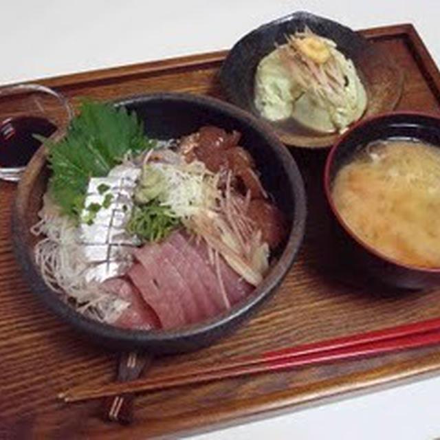 海鮮丼、枝豆豆腐、お味噌汁(Seafood Rice Bowl, Green Soy Beans Tofu, and Miso Soup)