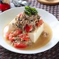 【ごま油と大葉の風味が食欲そそる】サバ缶とトマトの冷奴|レシピ・作り方
