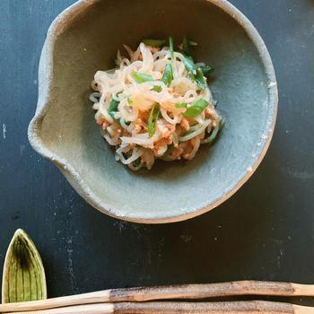 おつまみ・ご飯にもお弁当のおかずにも◎鮭フレークで簡単「鮭と白滝の味噌煮」