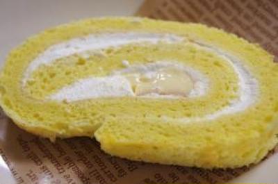プリンを入れたロールケーキ