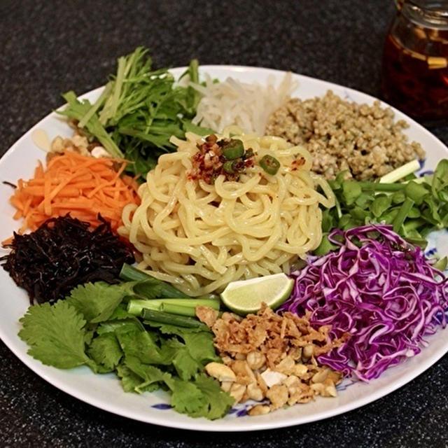 「ベトナム風和え麺」ヨヨナムさん風と、残ったグリーンカレーそぼろの行方