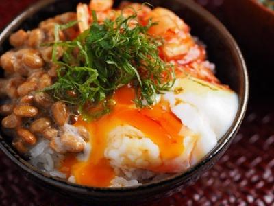 温泉卵でキムチ納豆卵かけごはん 、 朝の即メシ!