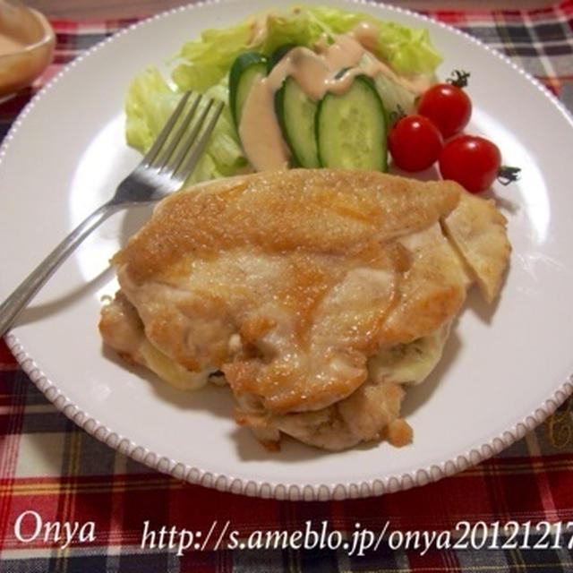 簡単カフェ飯】鶏胸肉なのしっとりジューシィ~♪チーズ海苔の丸ごと挟み焼き♪