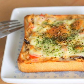 トマトと椎茸のツナ味噌トースト