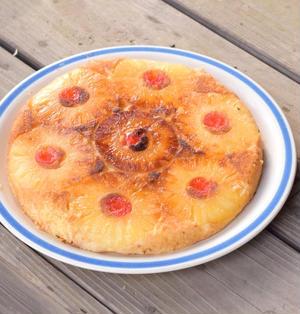 パインのアップサイドダウンケーキをアウトドアで作る 第12回世界料理研究会(後編)