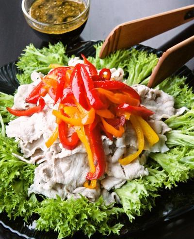 めんつゆで簡単中華ドレッシング☆炒めパプリカの冷しゃぶサラダ