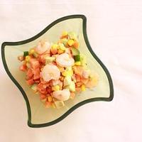 海老と野菜のころころサラダ サフランドレッシング。